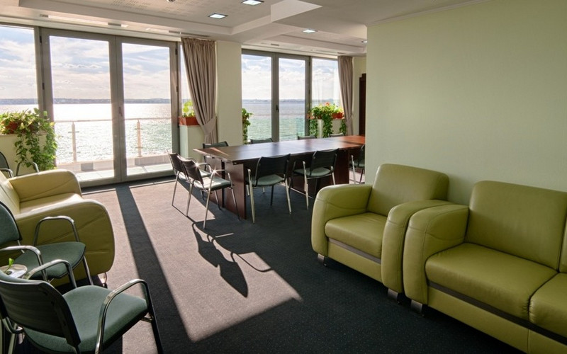 canapele din piele la Hotel Splendid Mamaia