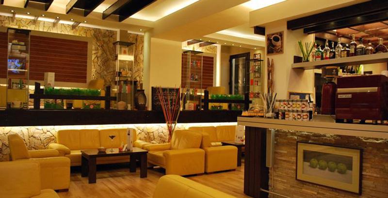 canapele in barul Hotel Casa Teo - Sinaia